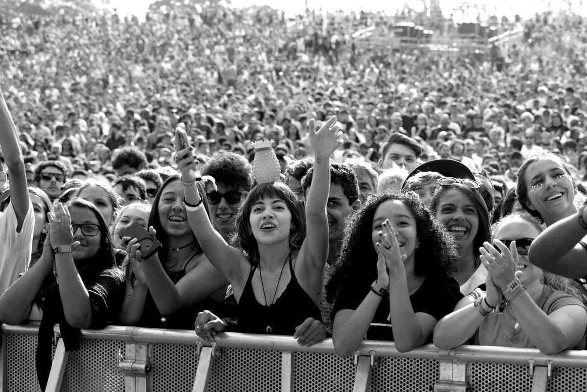 Primeira fila no Lolla 2017; FOTOS https://t.co/zNl2RaWnSt #G1noLolla #LollaNaGlobo #LollaBR #Lollapalooza