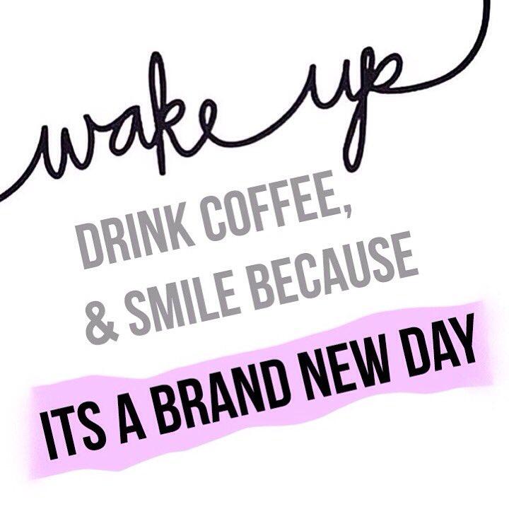 Hurray for Monday! ✨ #HandmadeHour https://t.co/fbkDe66rlf