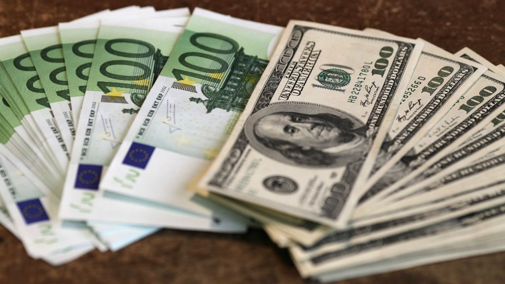 """French banks posted """"multi-billion euro profits"""" in tax havens"""