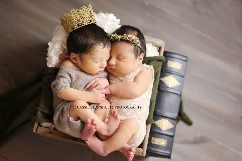 Bebês Romeo e Juliet nascidos no mesmo hospital fazem ensaio de fotos.