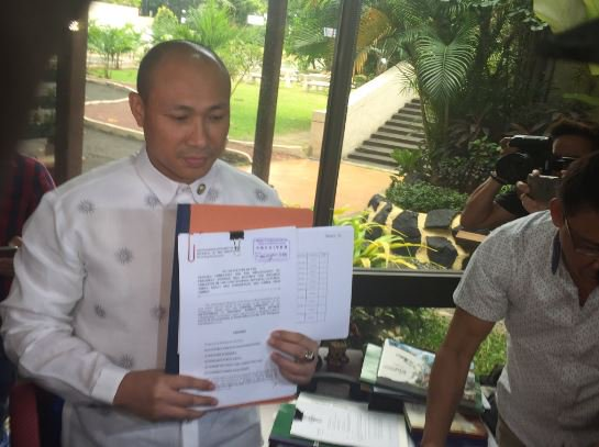 BREAKING: Magdalo Rep. Gary Alejano files impeachment complaint vs. President Duterte before House Office of Sec. Gen. | via @erwincolcol