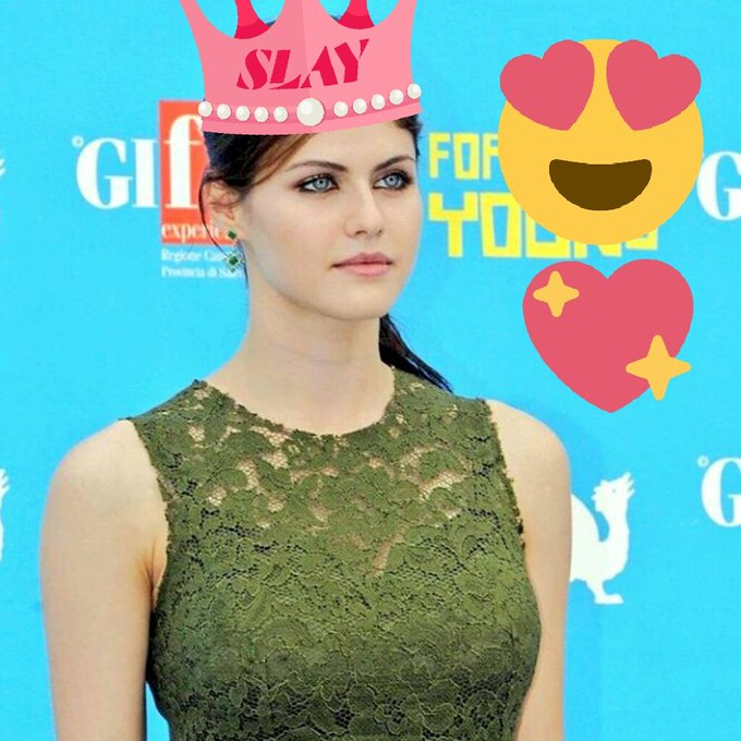 Happy birthday Alexandra Daddario....          Waiting for Baywatch....
