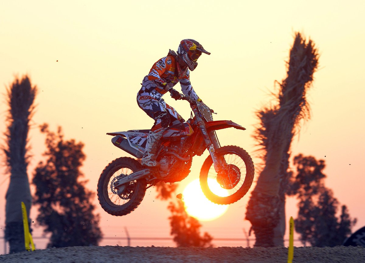 RT @alpinestars: We like #sunsets and #motocross! #tbt #AlpinestarsProtects https://t.co/HvpyP52PXb