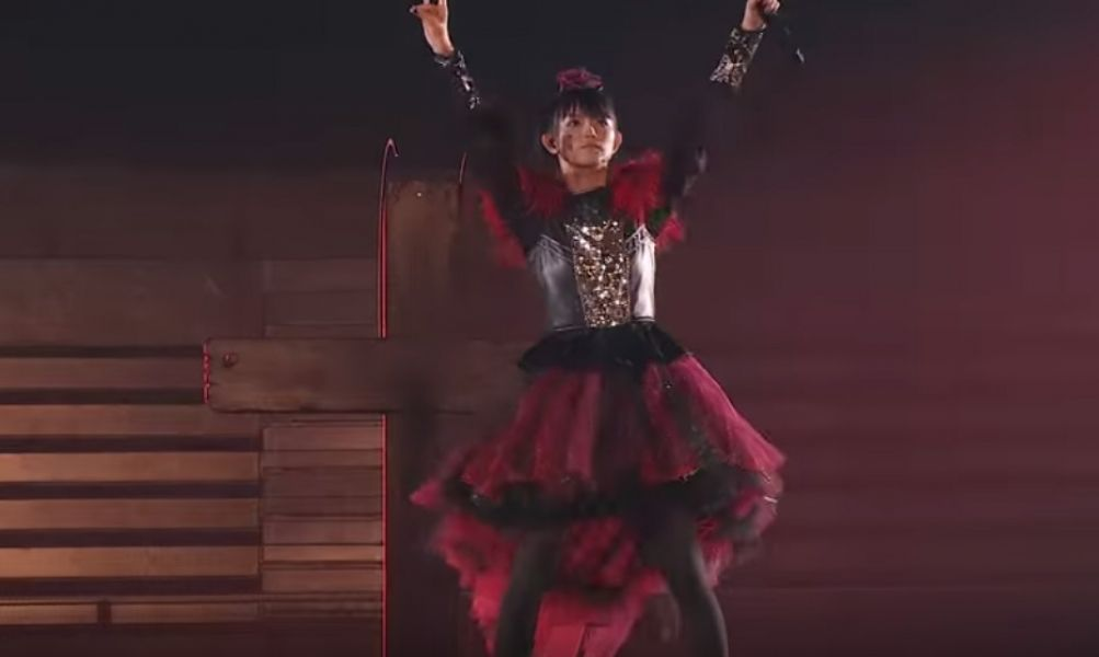 Here's a taste of @BABYMETAL_JAPAN's live DVD. >>>https;//t.co/AXPKWikTyj https;//t.co/b...