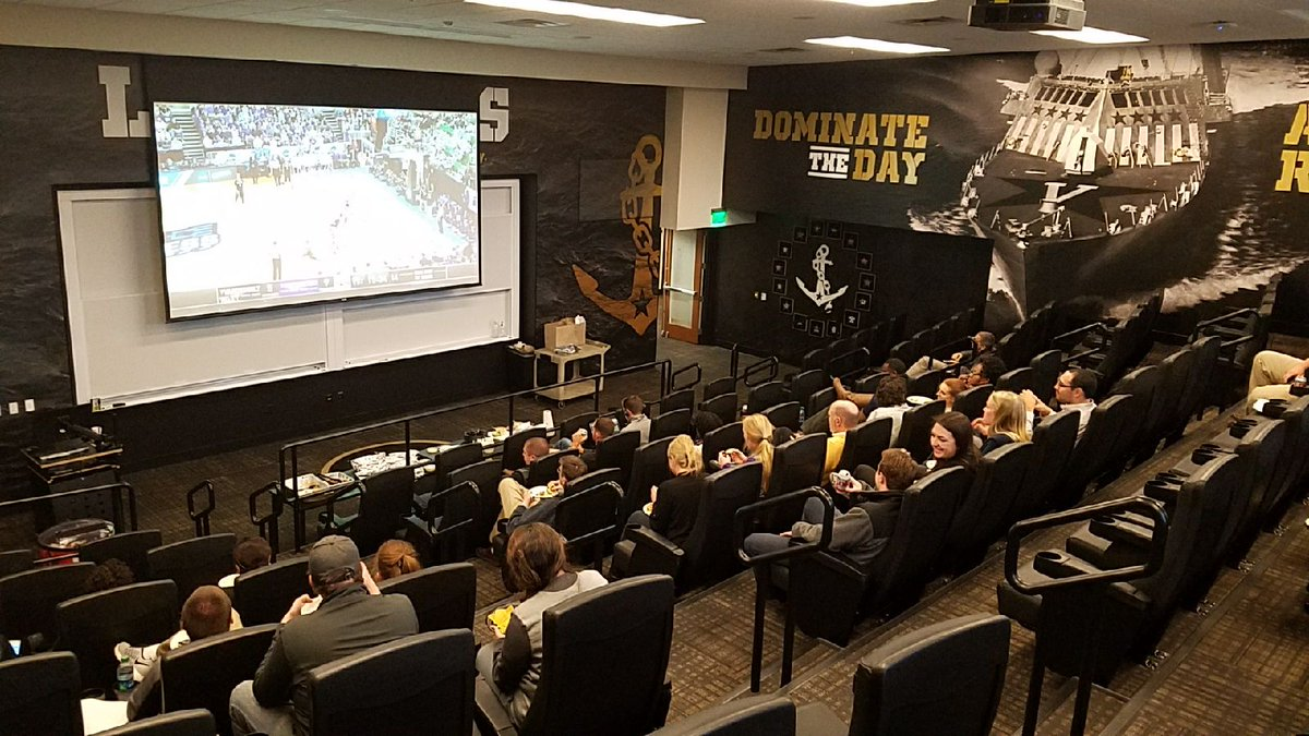 RT @VandyMBB: Shout-out to @vucommodores athletics staff watching the 'Dores from Nashville! #VUFamily https://t.co/SbW7Xj8K4L