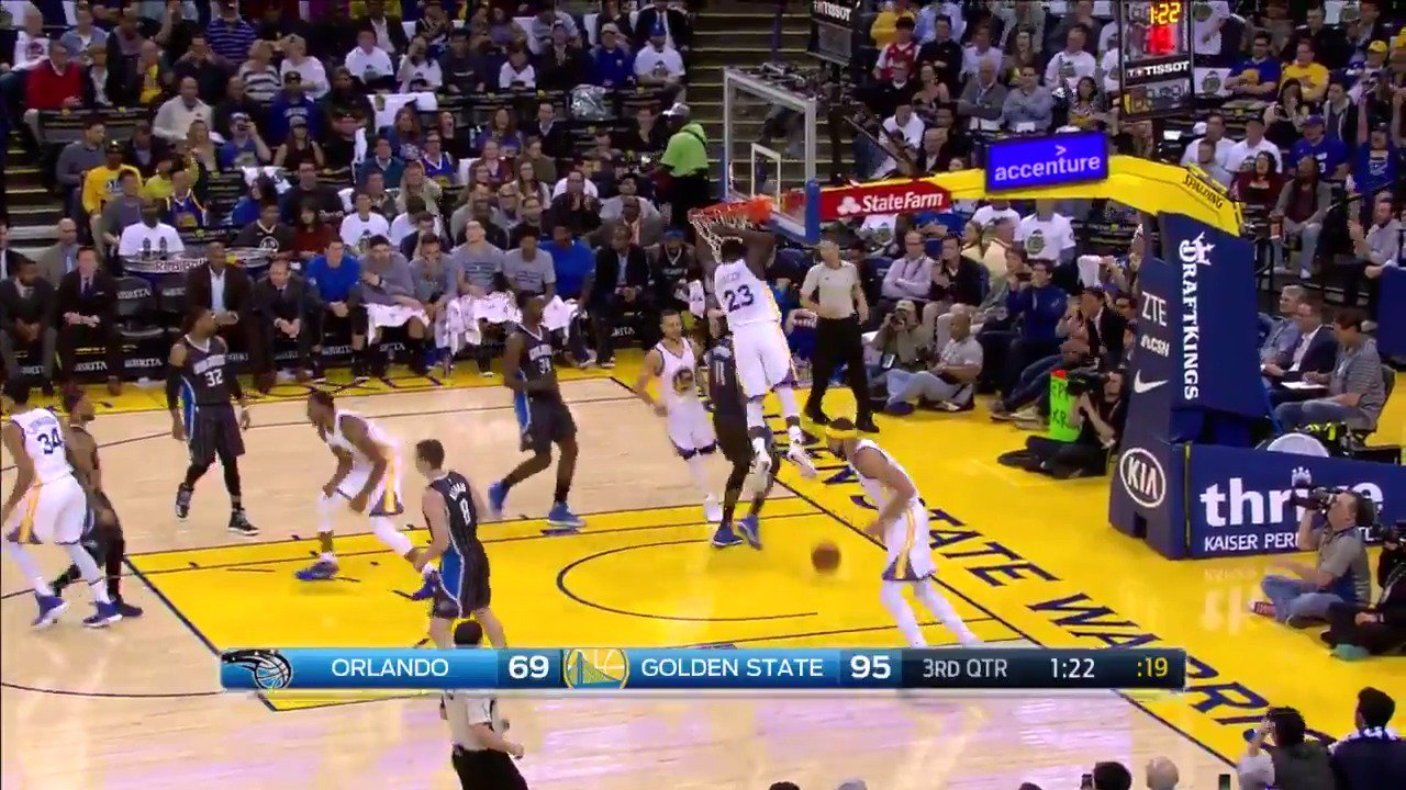 Some good stuff happening on @CSNAuthentic right now �� #DubNation https://t.co/UnncANyyBt
