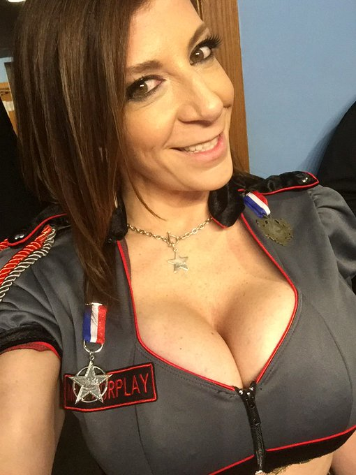 All ready for my show in #Columbus #Ohio at #Scores !! I'm here Tonight thru Sat! https://t.co/a92Ne