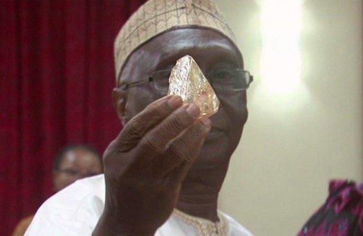 Sierra Leone pastor discovers 706-carat diamond in village