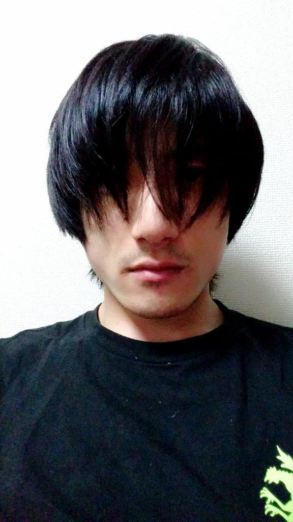 伸ばしっぱなしだった髪を切ってこよう。ナカムラさん仕様に。まぁナカムラさんも短くはないんだけどね。今は前髪下ろすと目が隠