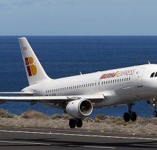 Iag anuncia vuelos 39 low cost 39 desde barcelona a los for Vuelos barcelona paris low cost