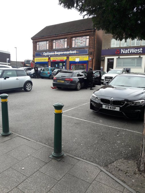 My local Natwest getting robbed. Guy has gun #ghettolife Now do you lot believe me https://t.co/efWt