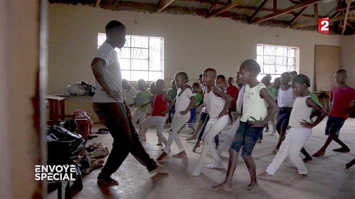 Au #Kenya, la danse classique pour échapper au bidonville #Kibera #EnvoyeSpecial 👇 https://t.co/pgl9BE2Yi1