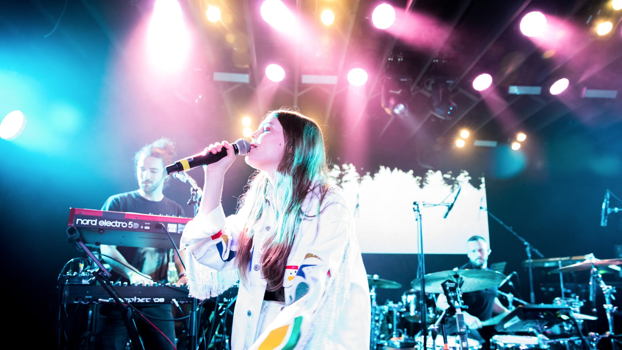 .@maggierogers continues to soar with her beautiful performance at #YouTube #SXSW https://t.co/LhHQbcSi9A