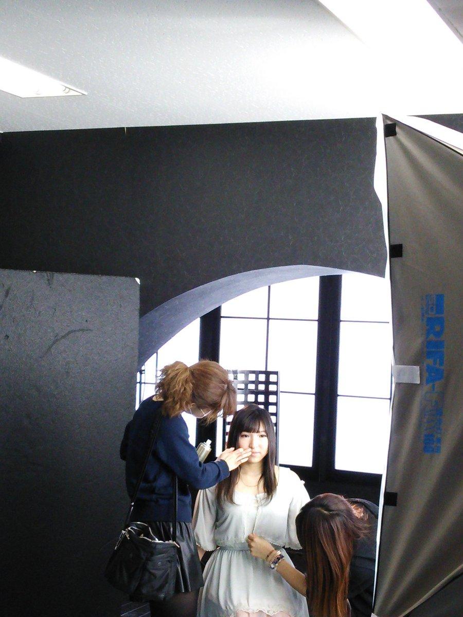 写真を整理してたらASUKAのアー写撮影風景が出て来ました。ノブナガ・ザ・フールでのデビュー用です。まだ20歳でした✨