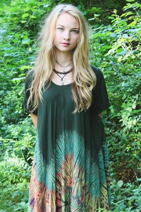 More 18 year old Lily pictures.. I miss long hair sometimes 🌿 https://t.co/9Hey0mbhgU