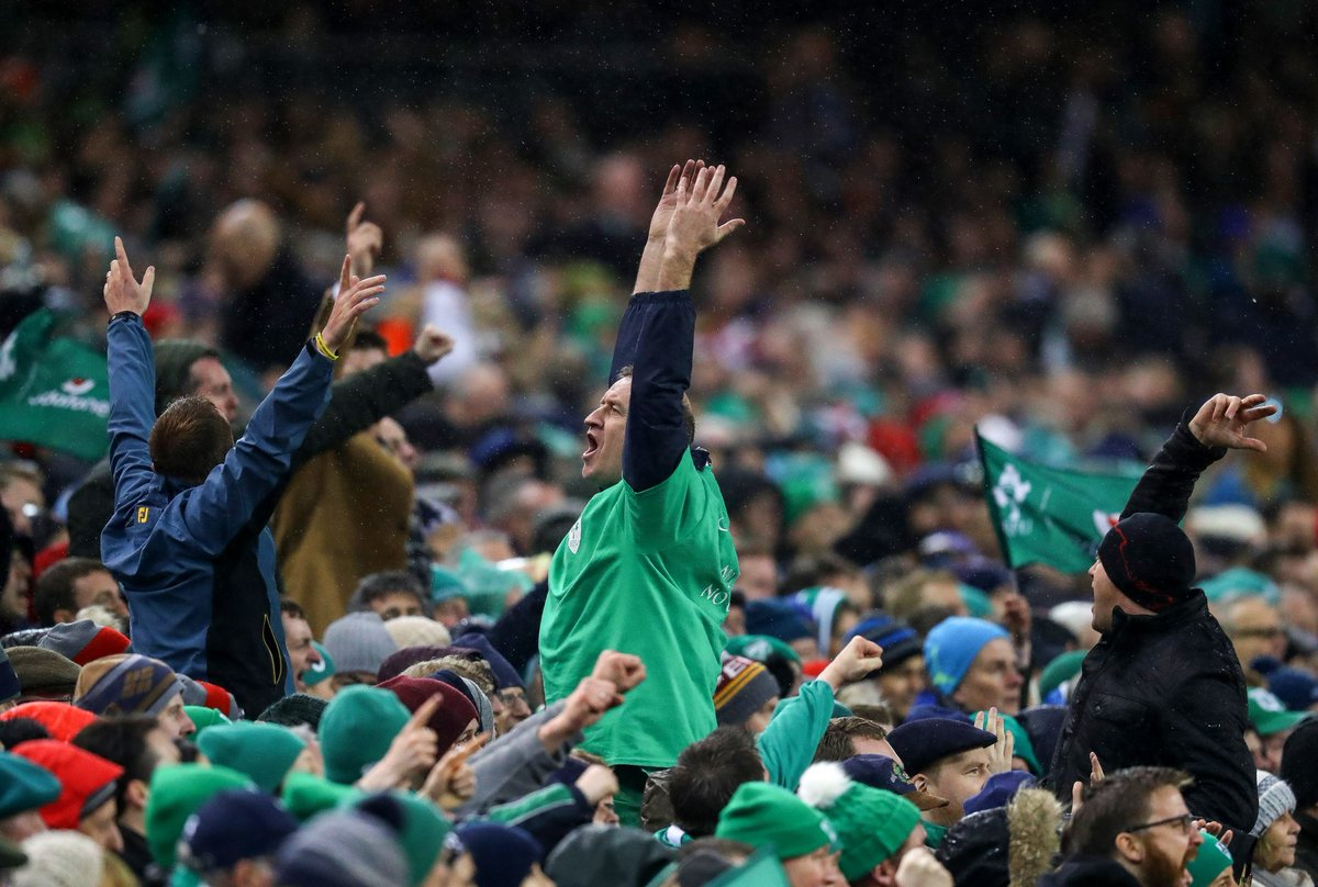 Shoulder to shoulder they defeated the streak. What a performance from @irishrugby! ☘☘🏉🏉💪💪 #IREVENG #FORVICTORY https://t.co/eTZbk32RT7