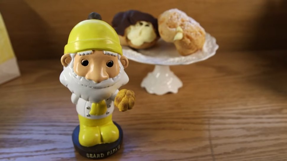 So, the problem with cream puffs is you have to chew them? #BeardPapa fixed that: https://t.co/RStAXVVHBl https://t.co/yP8uetIoBy