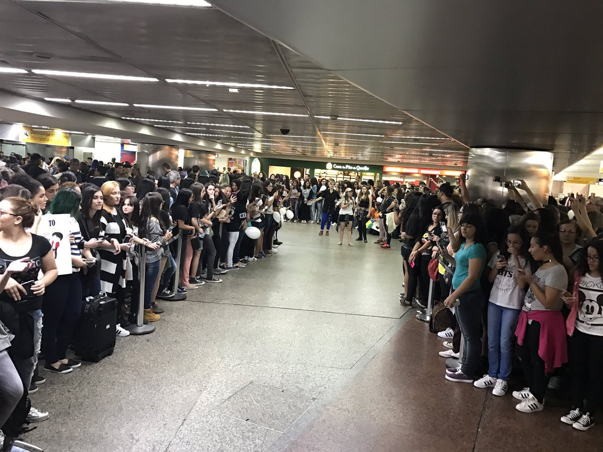 Airport now! #BTSinBrazil https://t.co/juUYLKf4J8 by #TeamSugaChile via @c0nvey https://t.co/blW7vK2yFn