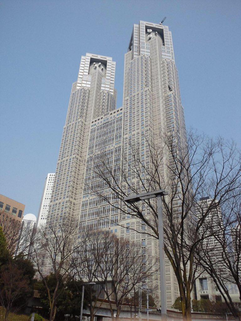 新宿中央公園から東京都庁。記憶に新しいところでは「残響のテロル」第1話の爆破シーンかしらん