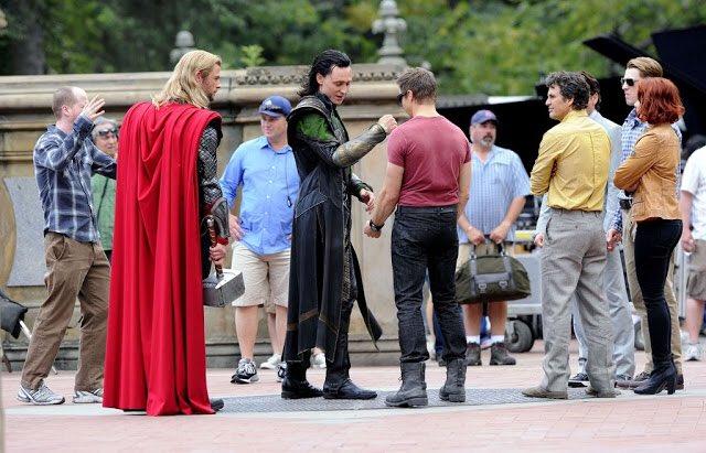 アイアン・フィスト第12話で、雨の中ヤミノテとのバトルシーンに登場した噴水広場は、映画 アベンジャーズでソーとロキの別れ