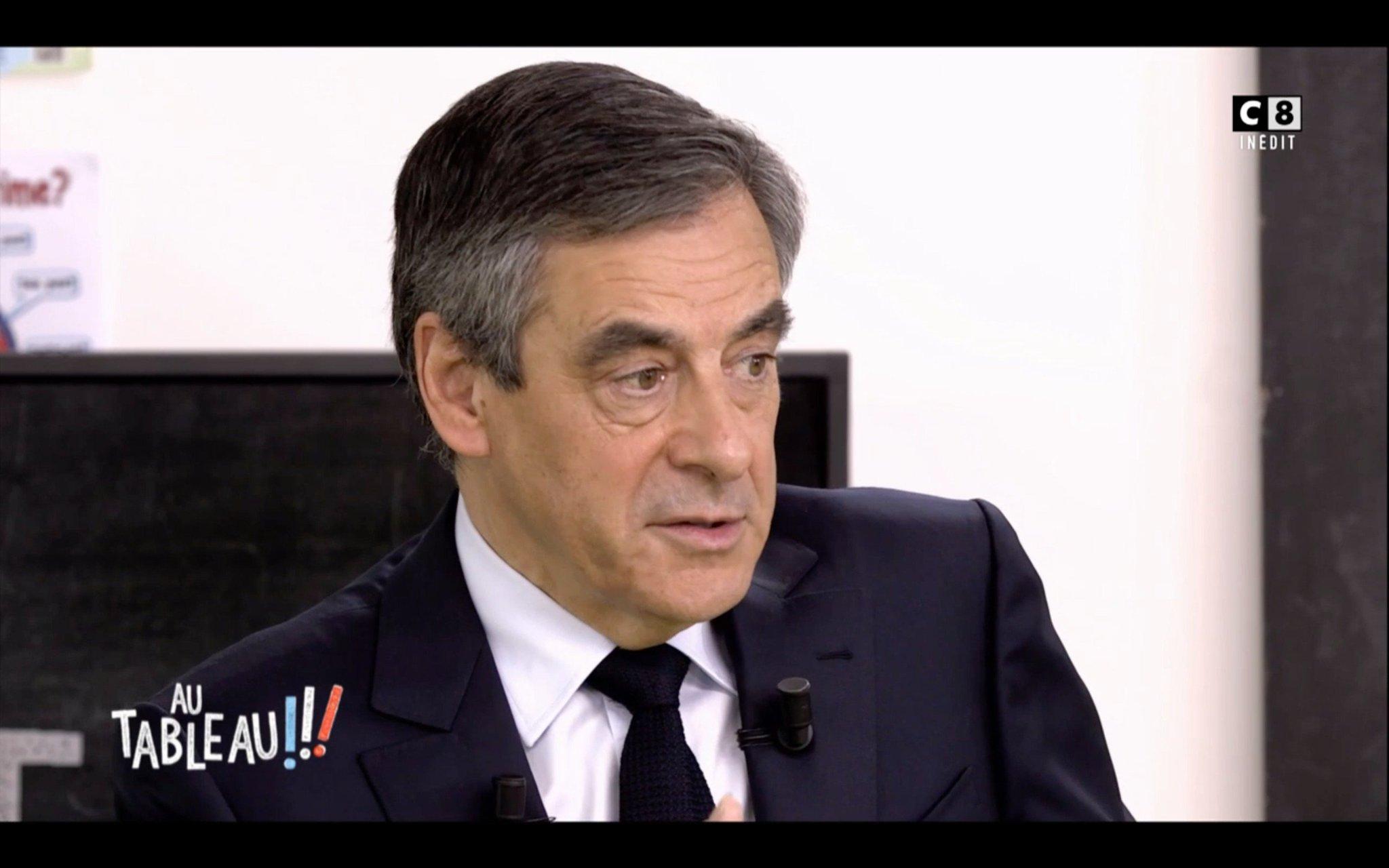.@FrancoisFillon : 'Le plus important, mon objectif, c'est que tous les français aient un travail.' #AuTableau https://t.co/CLjZ2Sf3Fo