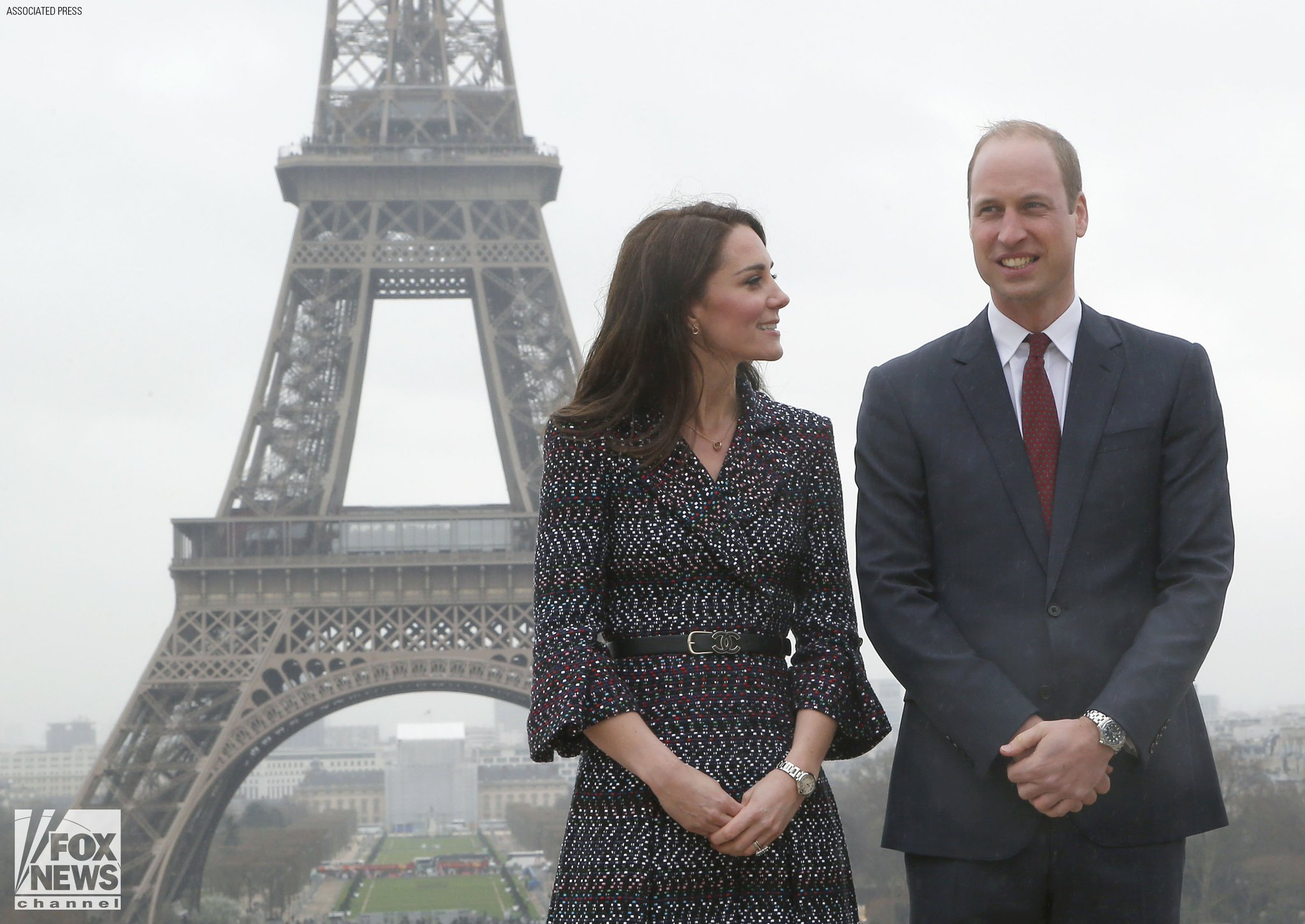 William and Kate meet survivors of Paris 2015 attacks https://t.co/kRicH1xc43 https://t.co/ksvqjjLrZ5