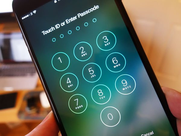 How to protect your smartphone's lock screen https://t.co/MCYO4zT54k https://t.co/u8Zy2kVCLy