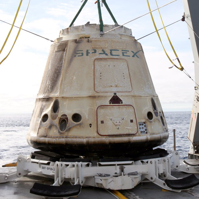 Dragon is headed to port for a cargo handover to @NASA. https://t.co/C3Pix9DGAg