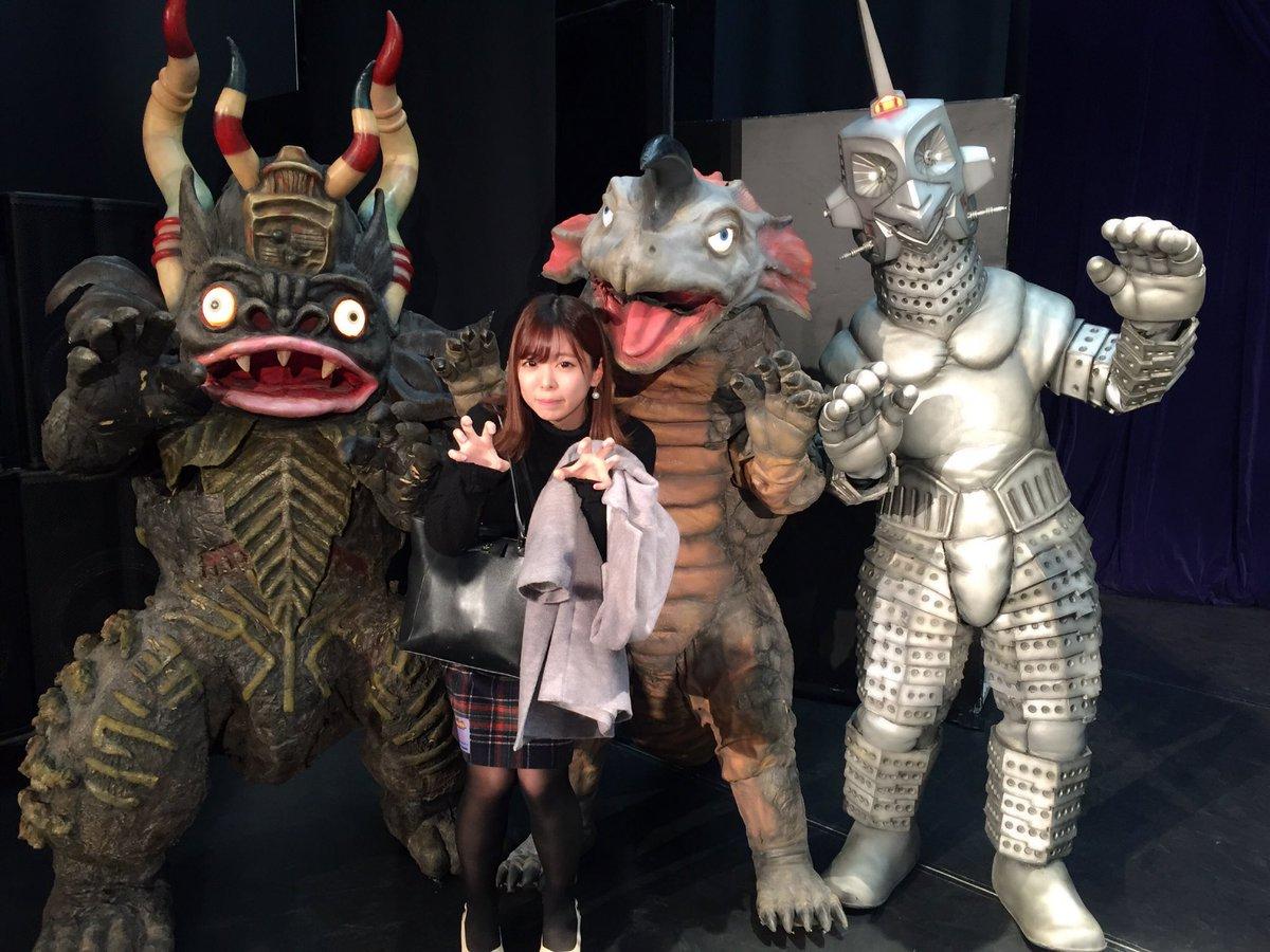 昨日は怪獣娘'sFESへ!ライブで歌っていた三曲の振付を担当させて頂きました。キャストさんたちだけじゃなく怪獣たちまで踊