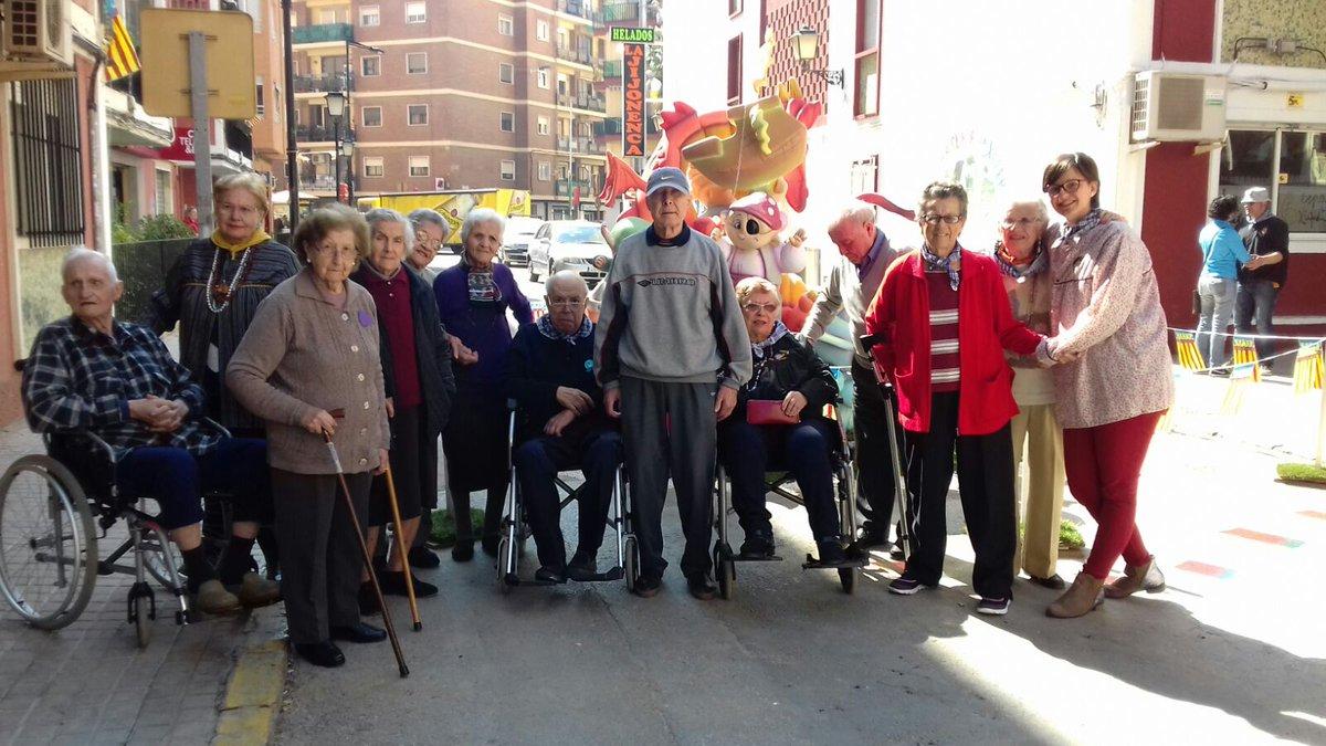 test Twitter Media - La semana pasada salimos con los usuarios/as del CENTRO DE DIA SAN CRISTOBAL a ver la Falla Rei En Jaume, comer buñuelos y pasear https://t.co/r3R1fIPJRB