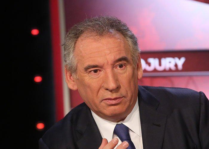 Quand François Bayrou se payait pour 42 566 euros de costumes en 2002 >> https://t.co/Gvllxr0zCc