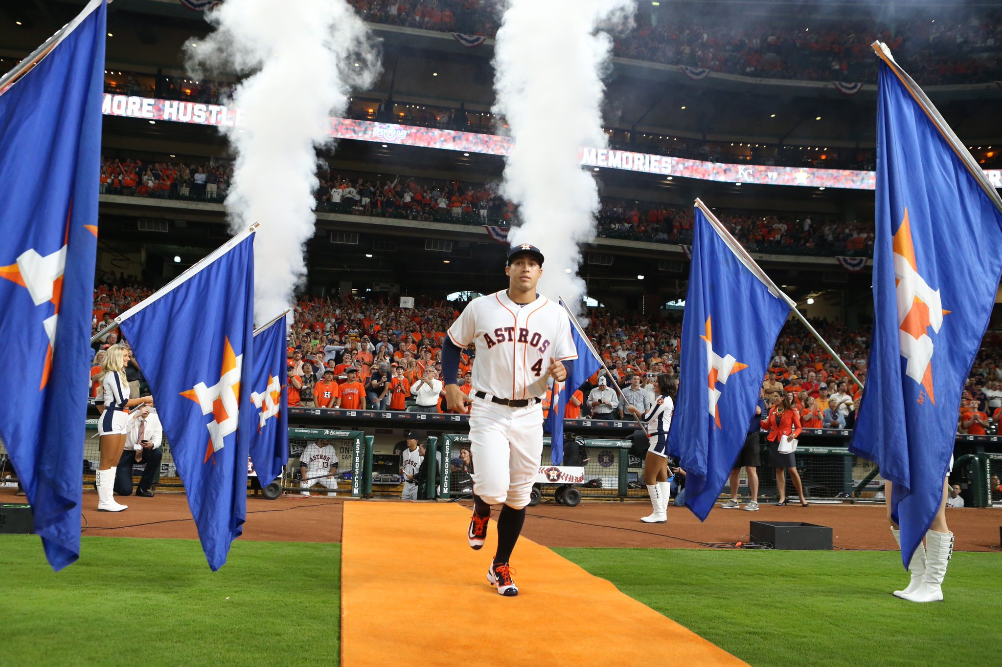 TWO WEEKS. #AstrosOpeningDay https://t.co/fB90sQYd5z https://t.co/4GwHklXWXK
