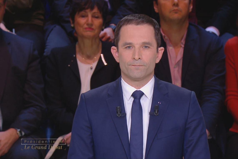 #LeGrandDébat : Hamon attaque Le Pen : 'Vous êtes droguée à la page faits divers' > https://t.co/DJoxjcQjvH