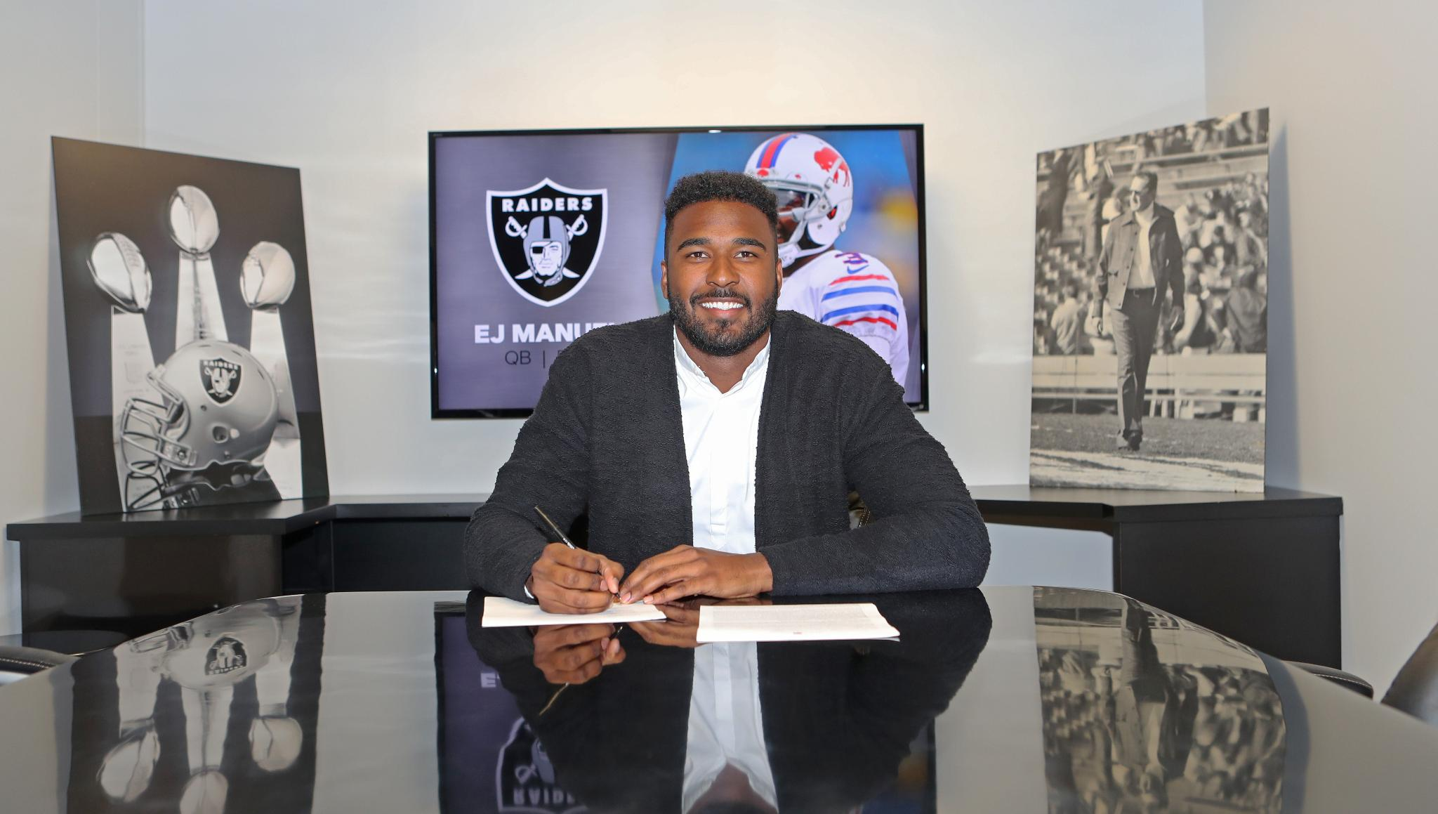 We have signed Quarterback @EJManuel3.  Read: https://t.co/rK35eHyzGr https://t.co/D8hSF7rq2d