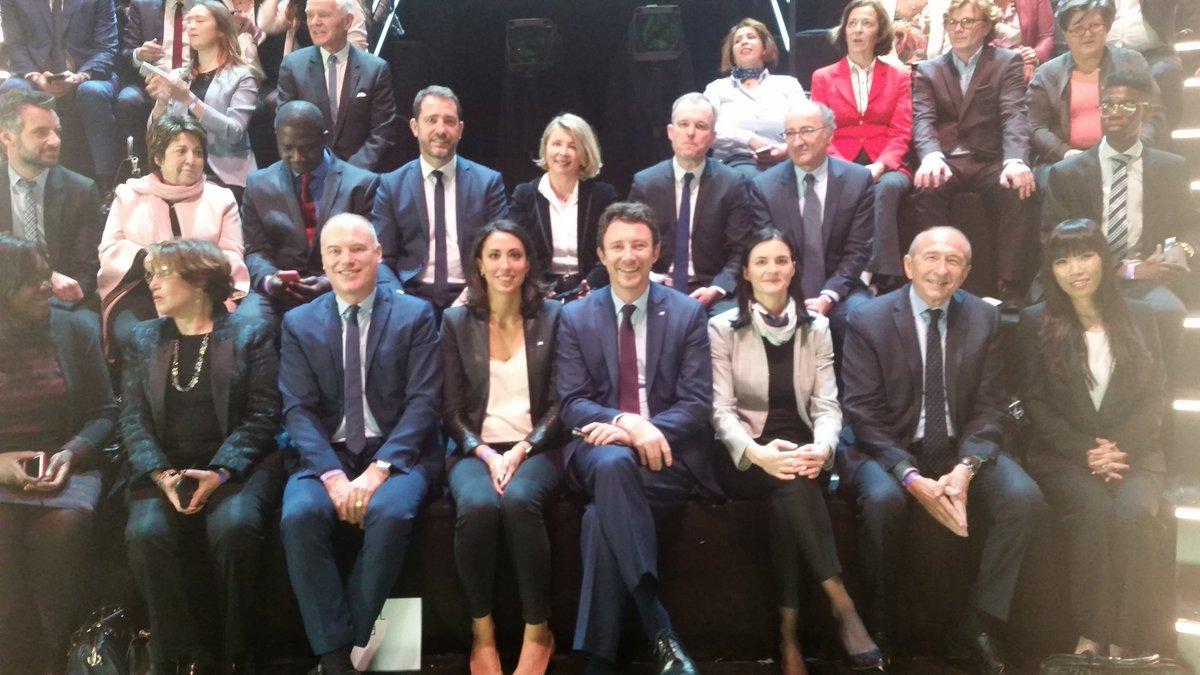 Team Macron avant débat sur le plateau de TF1