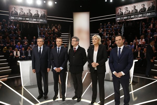 Vérifications, contexte, analyses... Suivez le #DebatTF1 en direct  https://t.co/hZmxzqxFCV https://t.co/VgUxKS1Ppv