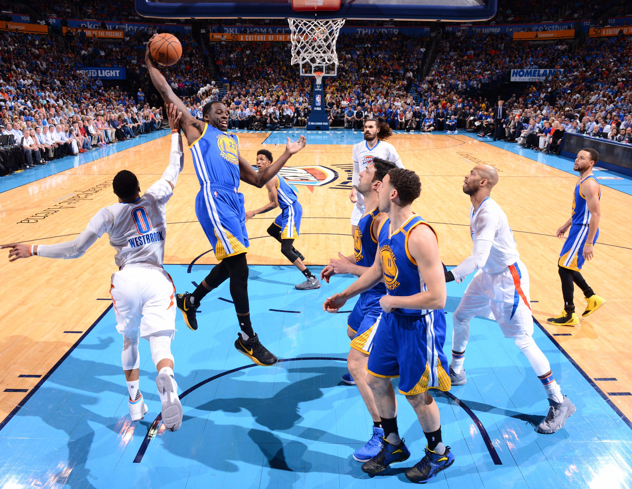 Steph (11p) got hot early and the Dubs are up after one on @NBAonTNT!  End of 1Q @warriors: 25 @okcthunder: 22 https://t.co/0Mup3nOZIY