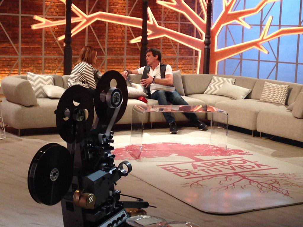 Hoy tenemos una cita en el programa #ElÁrbolDeTuVida de @tmorenomorales, en @Antena3com a las 2230 Os espero!