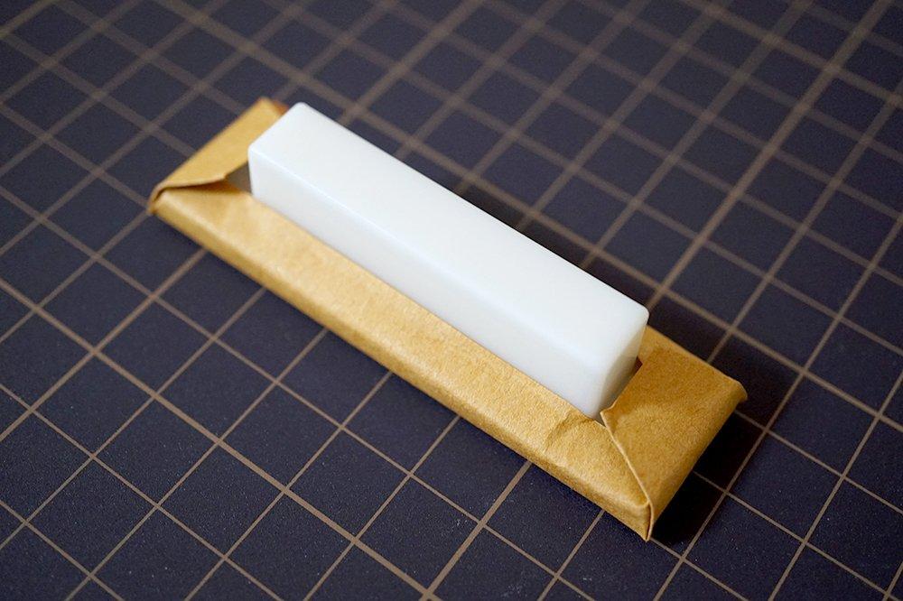 スジボリ堂のハンディ鉄ヤスリ 二代目 鬼斬(おにぎり) 細目、このゴージャスな包装もなんだかイイ感じ(笑)期待しちゃうな