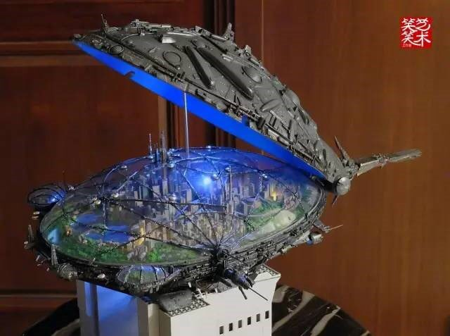 This guy has made an utterly amazing model of the Macross 7.