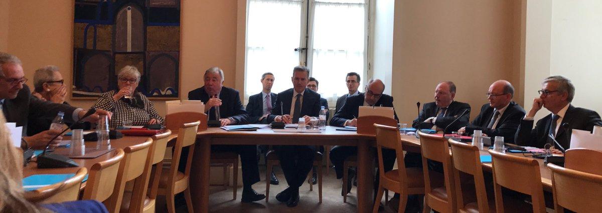 RT @SGoyChavent: Sénat: Réunion de groupe @UDIUC très intéressante avec les Présidents @gerard_larcher @fzocchetto