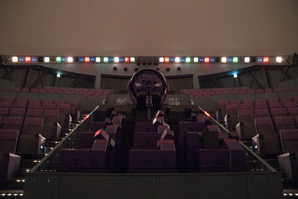 郡山市スペースパークの宇宙劇場で使用されているのがスーパーヘリオス。4枚目はイエナさん。解説員小野寺さんがスーパーヘリオ