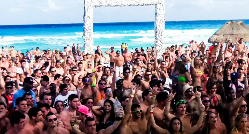 American spring break revelers chant Trump's 'build the wall' while partying in Cancun: report https://t.co/ebDP8uxjlJ