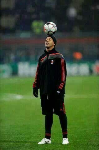 Happy birthday Ronaldo de Assis Moreira \\Ronaldinho Gaucho\\.  The man that played the game we love with JOY.