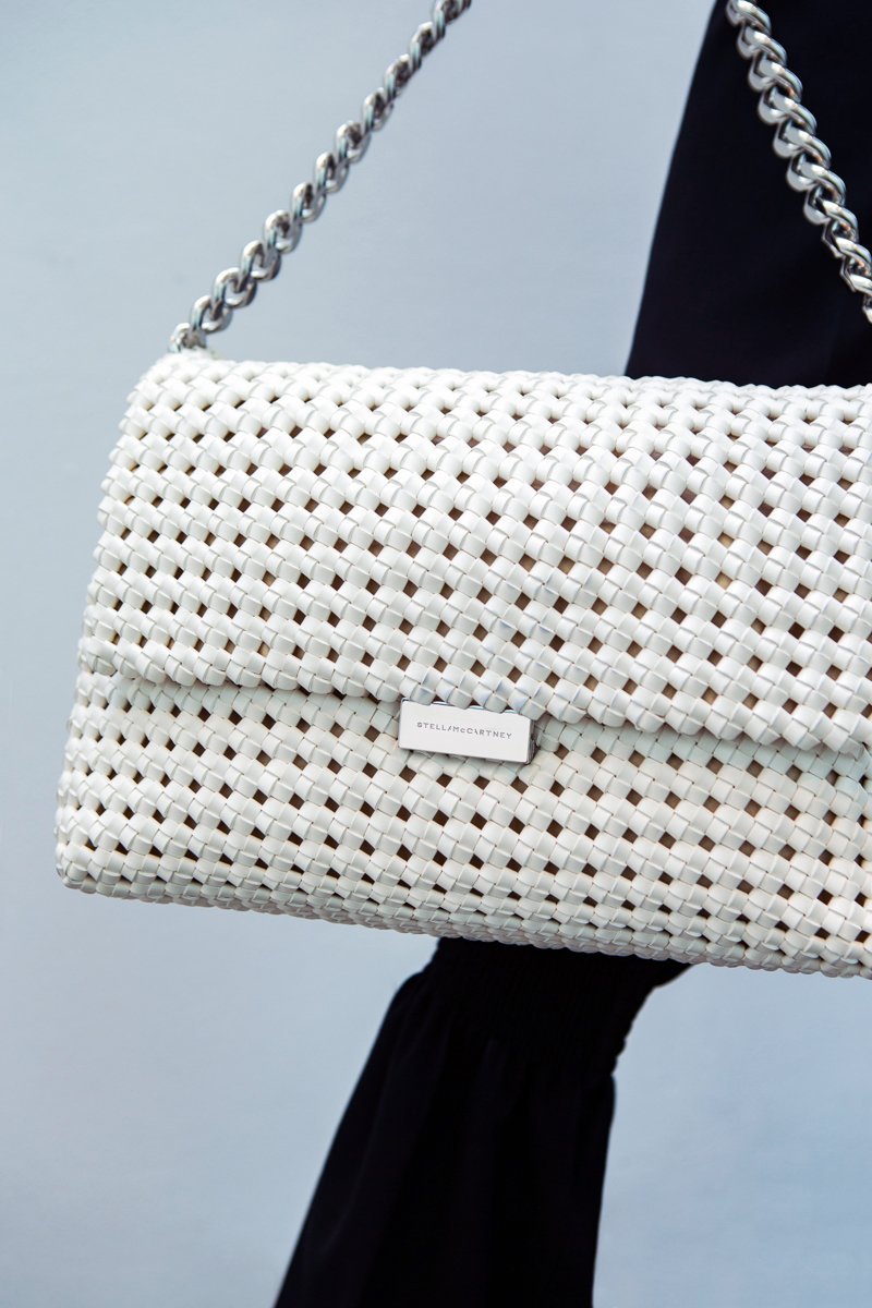Make it a white-out in the hand-woven #BecksBag, available exclusively in our stores. https://t.co/F1RhXzsqgu