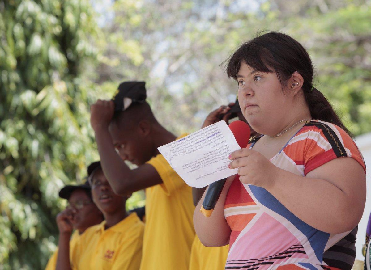 test Twitter Media - Vår ambassadör, förebilden Victoria, håller tal för allas rätt till skola. Gör som vi, rocka hårt varje dag! #rockasockorna #postkodeffekten https://t.co/2mTDXdvanP