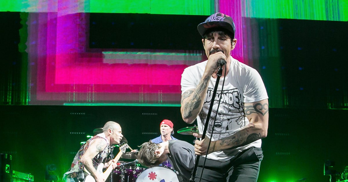 RT @RollingStone: See Red Hot Chili Peppers honor Chuck Berry with a