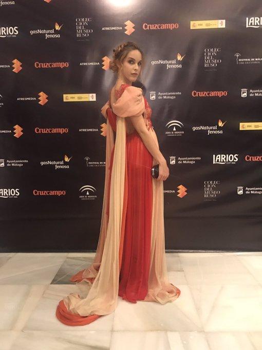 En @festivalmalaga vestida de @LeyreValiente 👌🌹 https://t.co/Wk4qgKjpDF