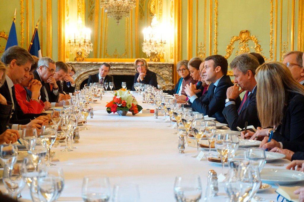 13h30 EMacron  évoque devant tous les ambassadeurs européens à Paris une France forte dans une Europe forte