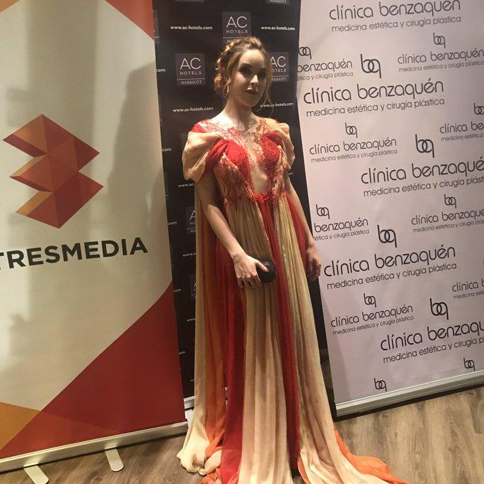 Preparada para la alfombra roja de @festivalmalaga con vestido de @LeyreValiente (Prometo fotos mejores